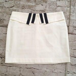 La Chapelle super cute off white mini skirt